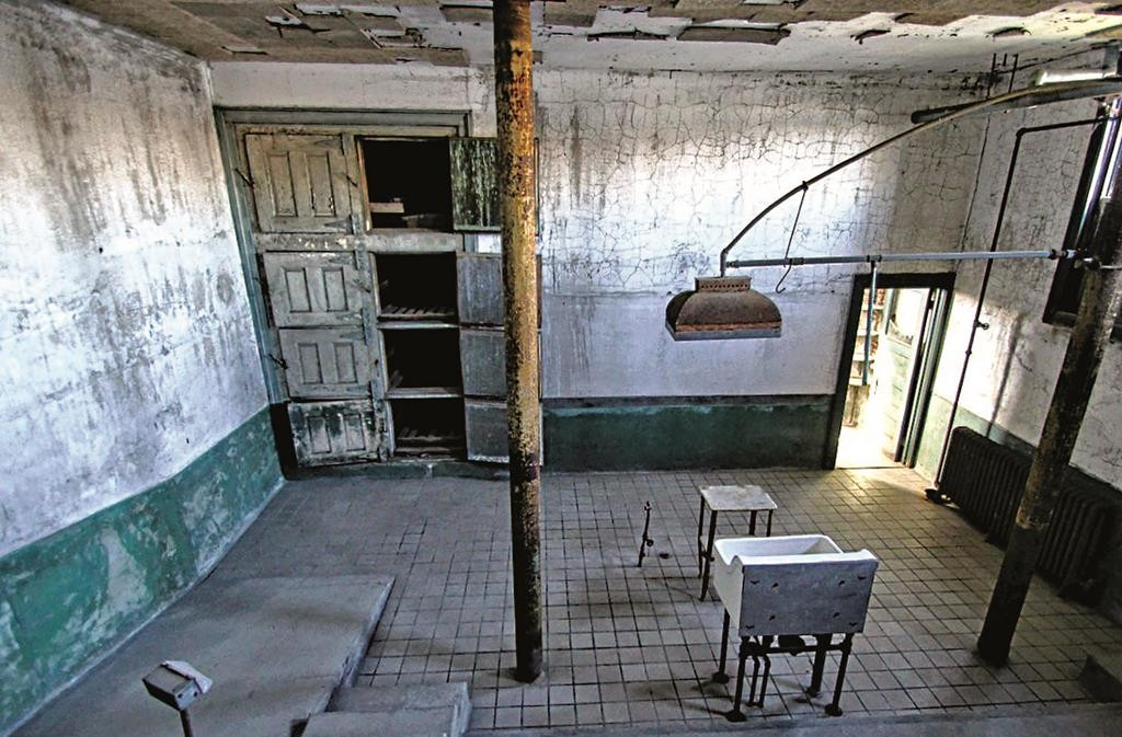 Rooms in Ellis Island's hospital ward, which is closed to the public. (Flickr/Forgotten Fotos)