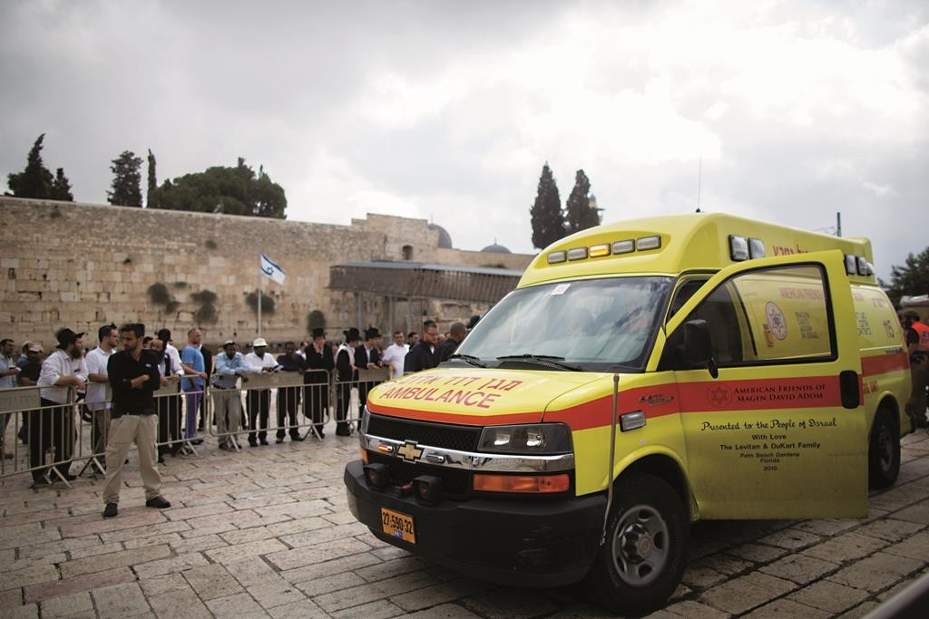 Ambulances near the Kosel evacuate an injured Jew after he was stabbed by a Palestinian female terrorist near the Lions' Gate of the Old City of Yerushalayim on Wednesday. The victim is in moderate condition, and the attacker is in critical condition.  (Yonatan Sindel/Flash90)