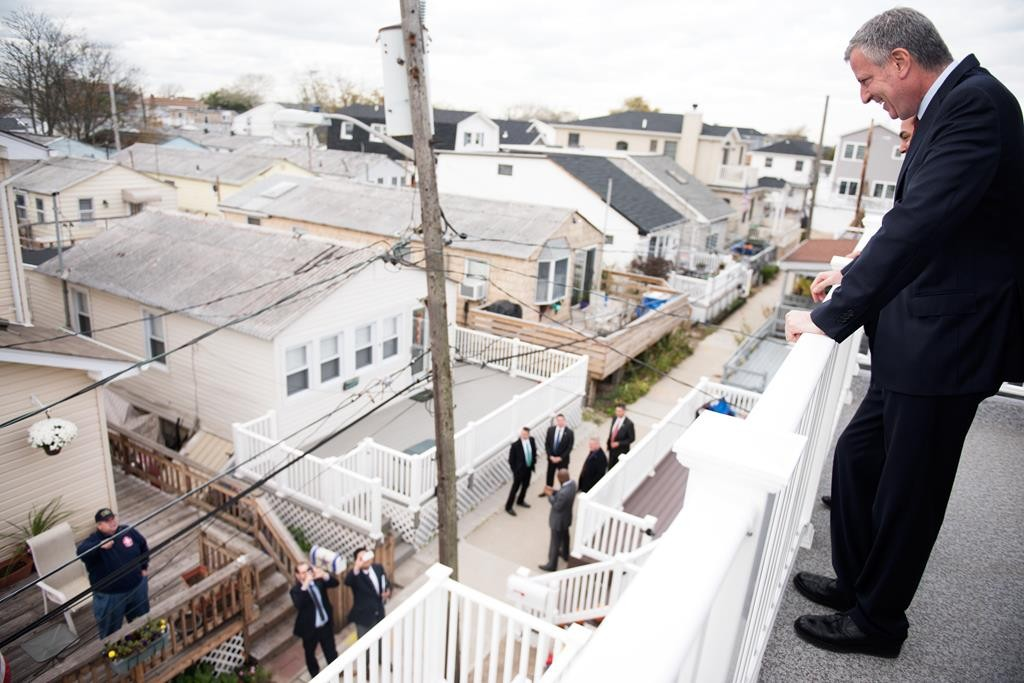 Mayor Bill de Blasio on Tuesday tours a rebuilt home in Breezy Point, Queens. (Demetrius Freeman/Mayoral Photography Office)