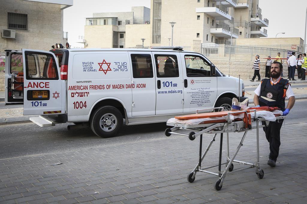 Emergency response units at the scene of a terrorist stabbing in Beit Shemesh on Thursday. (Yaakov Lederman/Flash90)
