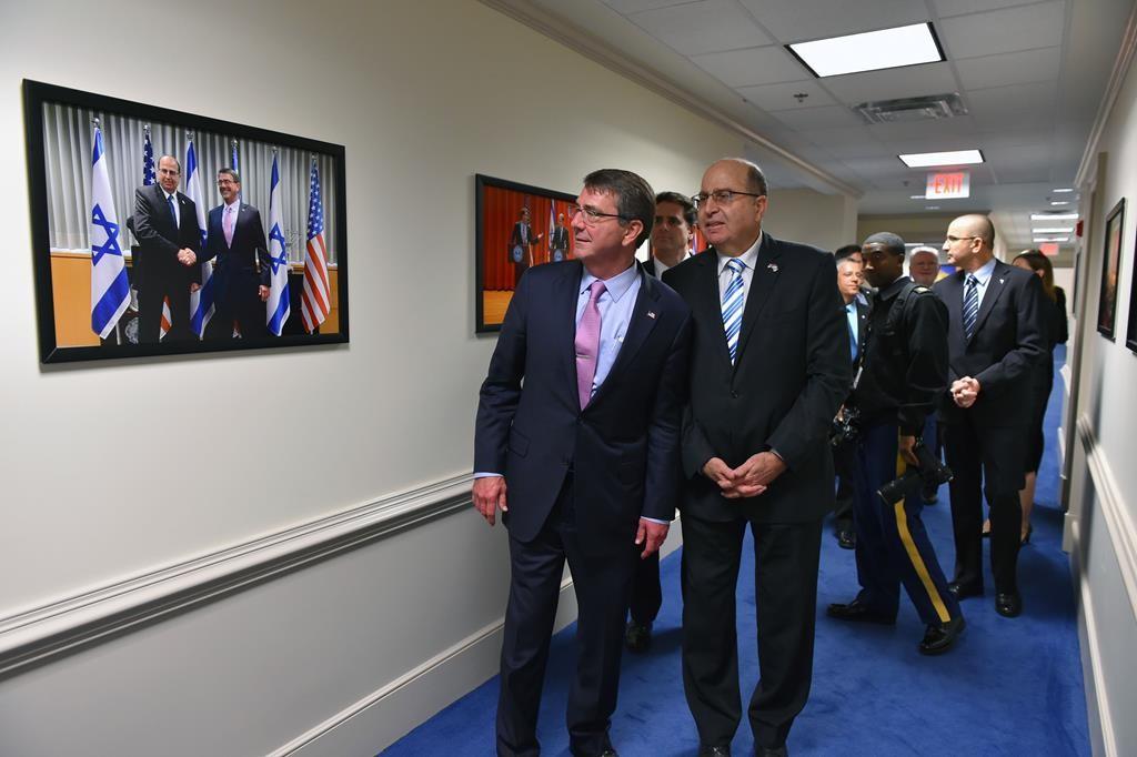 Defense Minister Moshe Yaalon (R) meeting his counterpart U.S. Defense Secretary Ash Carter (L)at the National Defense University in Washington,Wednesday. (Ariel Hermoni/Ministry of Defense)
