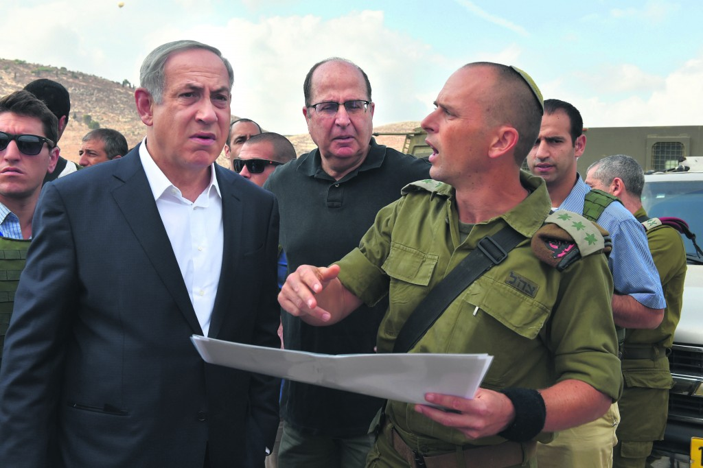 Prime Minister Binyamin Netanyahu (L) and Defense Minister Moshe Yaalon (C) on a visit to Yehudah and Shomron on Sunday.  (Ariel Hermoni/Ministry of Defense)