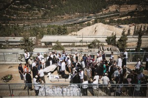 "At the levayah of Rabbi Nechamia Lavi, Hy""d, at Har HaMenuchos cemetery, October 4. (Hadas Parush/Flash90)"