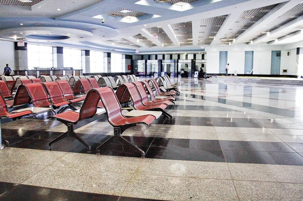 The arrivals hall is empty at the Sharm el-Sheikh airport in south Sinai, Egypt. Egypt's benchmark stock index plunged 4.4 percent on Tuesday, after steadily declining since Russia suspended flights to Egypt following the Oct. 31 Russian plane crash in the Sinai Peninsula.  (AP Photo/Ahmed Abd El-Latif)