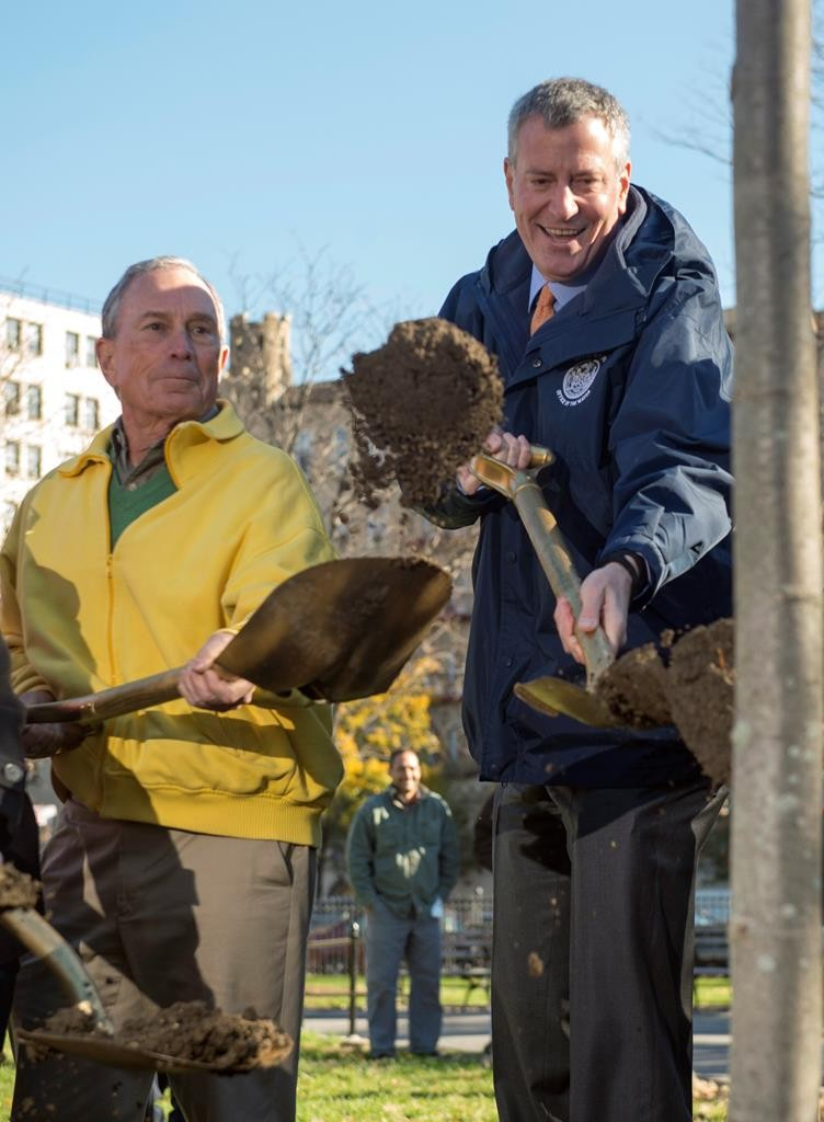 Mayor Bill de Blasio (R) joins his predecessor, Michael Bloomberg, on Friday in a Bronx park to celebrate the planting of the one millionth tree. (Demetrius Freeman/Mayoral Photography Office)
