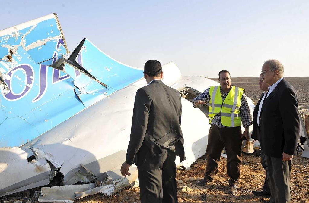 Egypt's Prime Minister Sherif Ismail (R) listens to rescue workers as he looks at the remains of a Russian airliner after it crashed in central Sinai near El Arish city, north Egypt, on Sunday.  (REUTERS/Stringer)