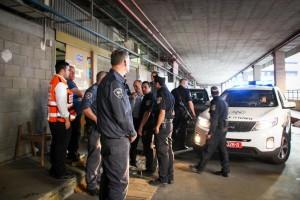 Israeli policemen stand at the scene of a Palestinian stabbing attack in Tel Aviv, Thursday. (Moti Karelitz/ZAKA)