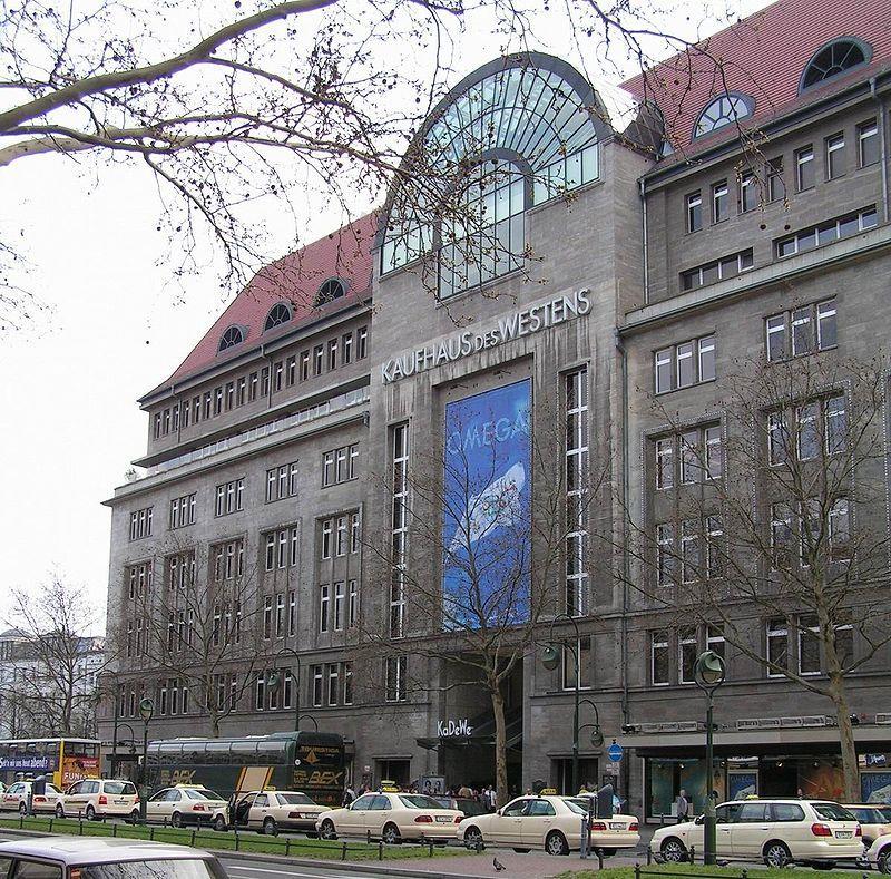 The main entrance of the KaDeWe department store in Berlin. (Dieter Brügmann)