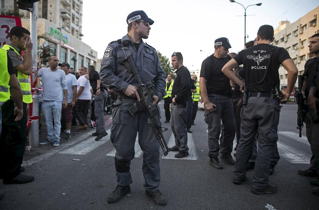 Israeli police at the scene of a stabbing in Rishon LeTzion on Monday. (REUTERS/Baz Ratner)