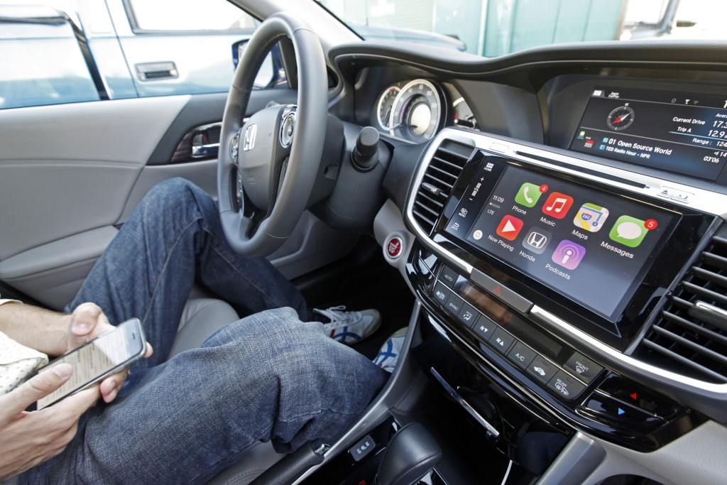 The Apple CarPlay app automatically brings up a portion of the apps on an iPhone when it is connected to the 2016 Honda Accord's dashboard. (Laura A. Oda/Bay Area News Group/TNS)