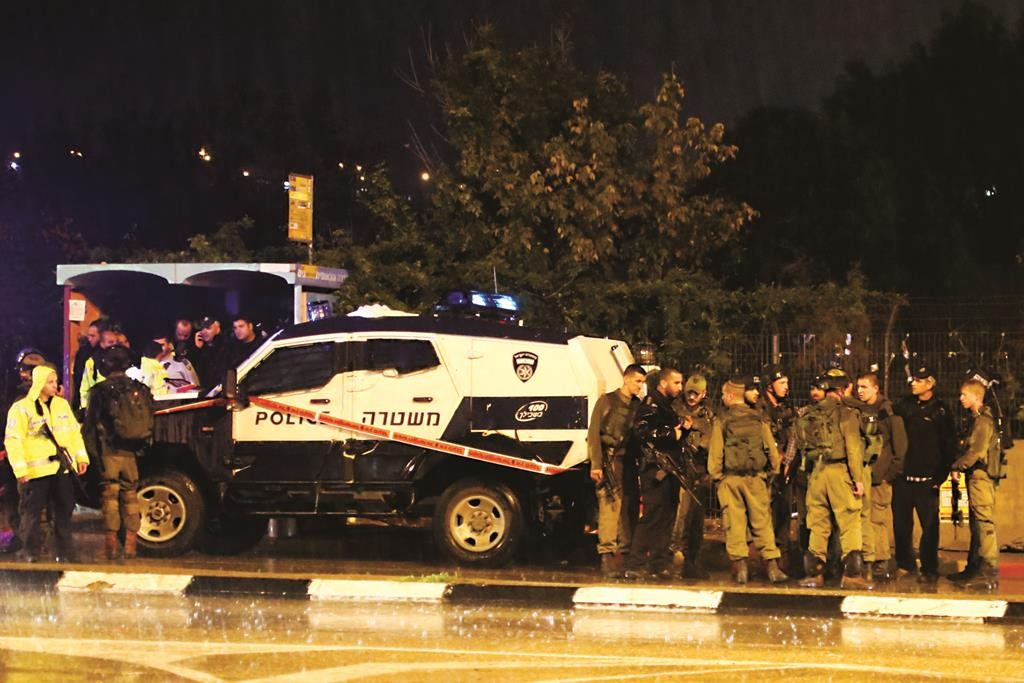 Security forces at the site of a terror attack near the Gush Etzion junction on Thursday. (Gershon Elinson/Flash90)