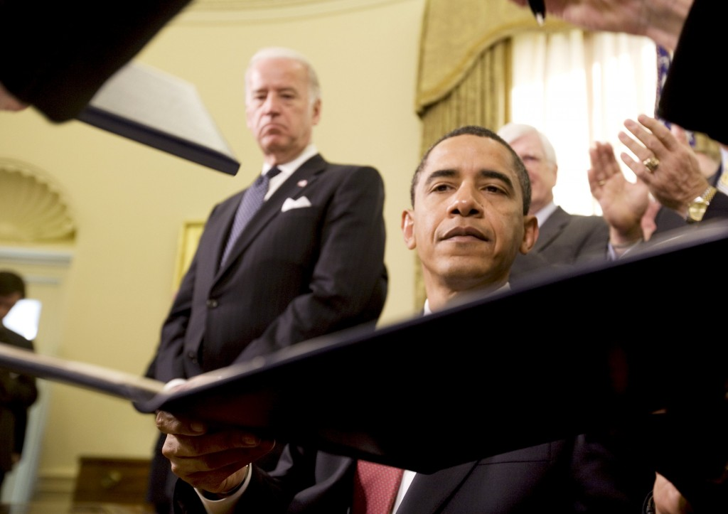 President Barack Obama signing an executive order regarding the closure of the U.S. military prison at Guantanamo Bay, with Vice President Joe Biden (L) at his side on January 22, 2009. (Reuters/Larry Downing/File)