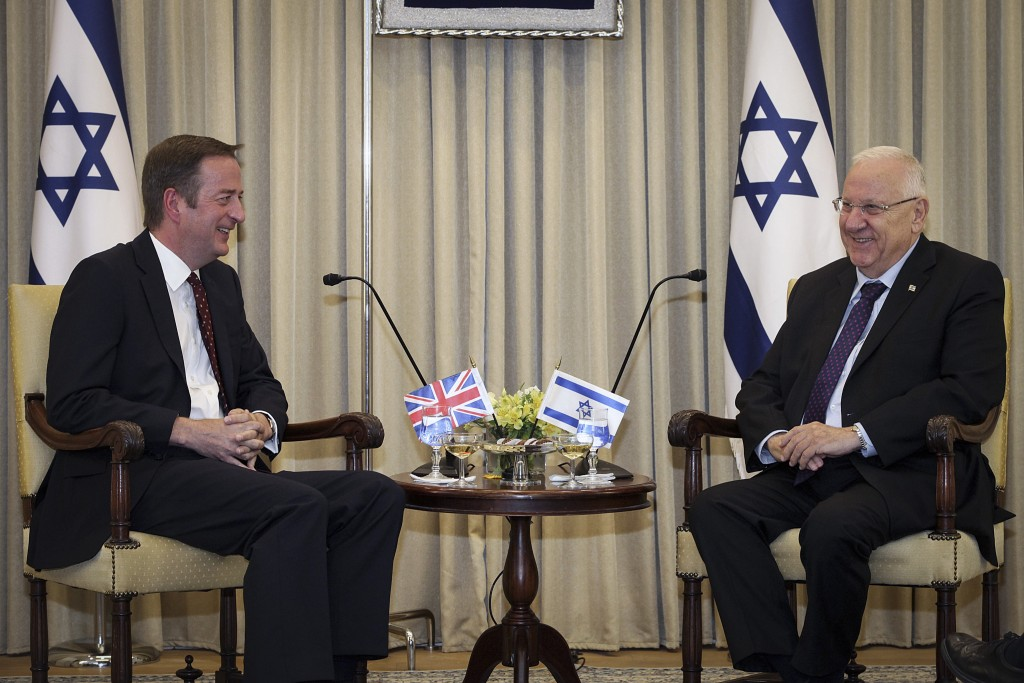 British Ambassador to Israel David Quarrey (L) and Israeli President Reuven Rivlin. (Issac Harari/Flash90)