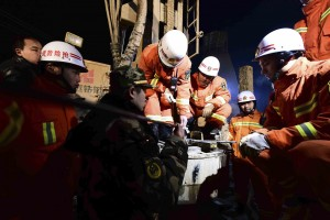 Rescuers try to contact the trapped people at the collapsed mine in Pingyi County. (Guo Xulei/Xinhua News Agency vi AP)