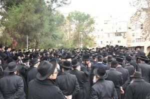 A view of the crowd at the levayah of Harav Safrin, Tuesday afternoon. (Y. Perkowitz)
