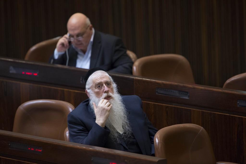 United Torah Judaism parliament member Meir Porush seen at the Israeli parliament during a vote on a bill to dissolve the parliament in the Knesset, Israel's parliament in Jerusalem, on December 8, 2014. Photo by Yonatan Sindel/Flash90 *** Local Caption *** îìéàú äëðñú îìéàä îàéø ôøåù