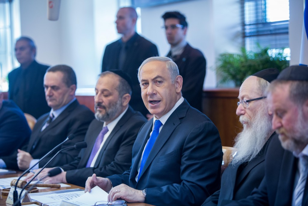 Israeli Prime Minister Benjamin Netanyahu leads the weekly government conference, at Prime Minister's Office in Jerusalem, on December 20, 2015. Photo by Yonatan Sindel/Flash90 *** Local Caption *** éùéáú îîùìä øàù äîîùìä áðéîéï ðúðéäå áéáé îùøã øàù äîîùìä