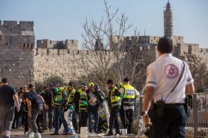 Zaka volunteers and Israeli security personnel at the scene of Wednesday's attack. (Yonatan Sindel/Flash90)