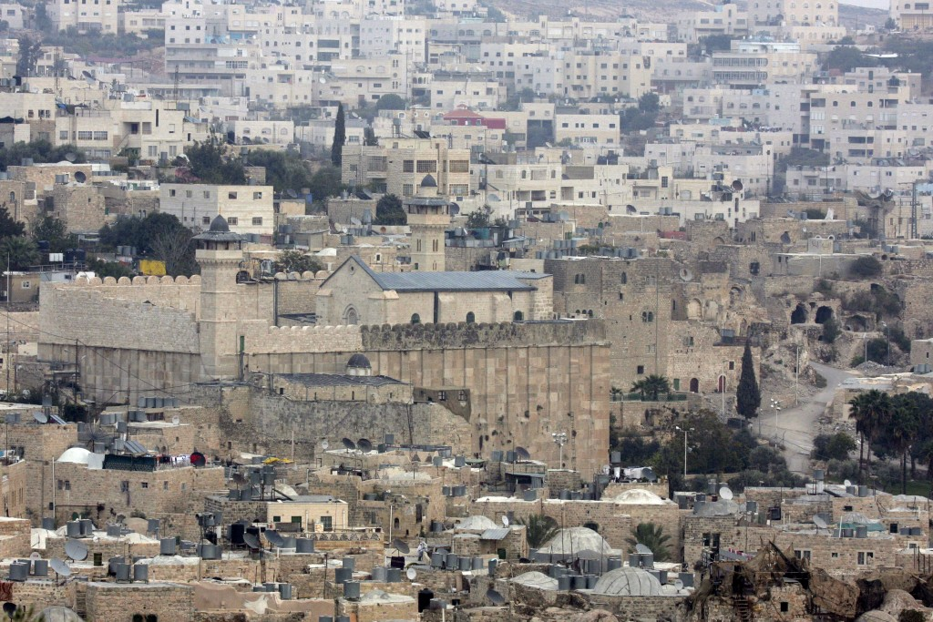 General view of the Cave of the Patriarchs and Tel Rumeida neighborhood in the west bank city of Hebron, Nov 19 2007. Photo by Nati Shohat/Flash90 *** Local Caption *** ????? ???? ??????