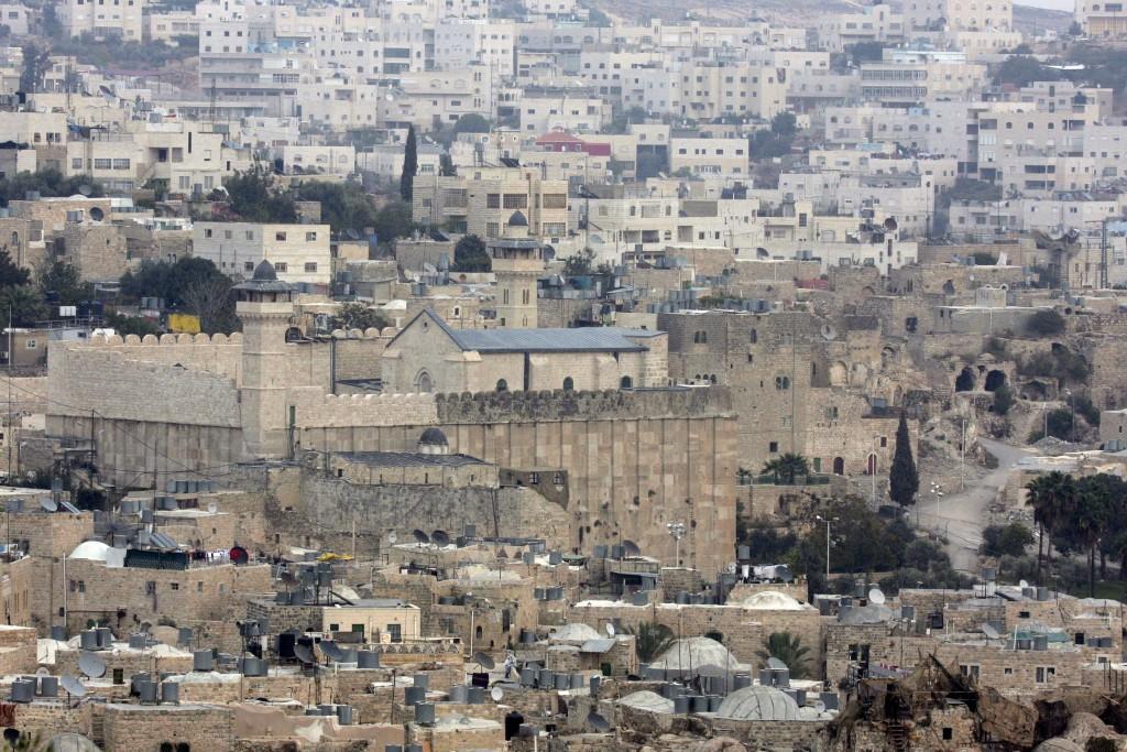 General view of Me'aras Hamachpelah and Tel Rumeida neighborhood in Hevron. Photo by Nati Shohat/Flash90
