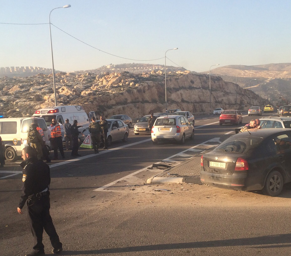 Police and medical personnel at the scene of Thursday's afternoon's ramming attack. The terrorist was apprehended Friday. (Medabrim Tikshoret)