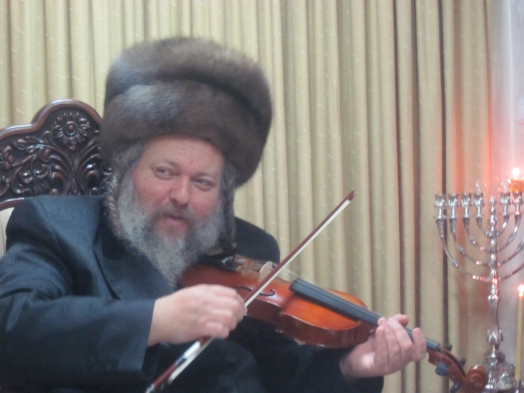 "Harav Mattisyahu Safrin, zt""l, at the Chanukah lights. He was niftar on Motzoei Chanukah. (JDN)"