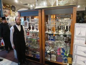 Yiden preparing for Chanukah