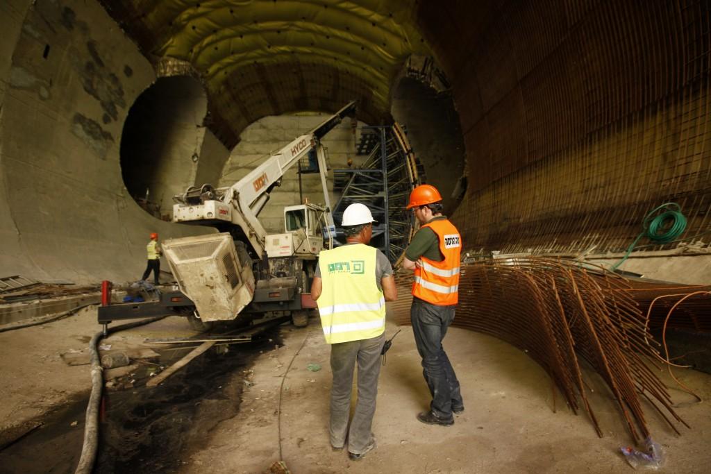 Construction of the Yerushalayim Binyanei HaUma Railway Station. (Miriam Alster/Flash90)