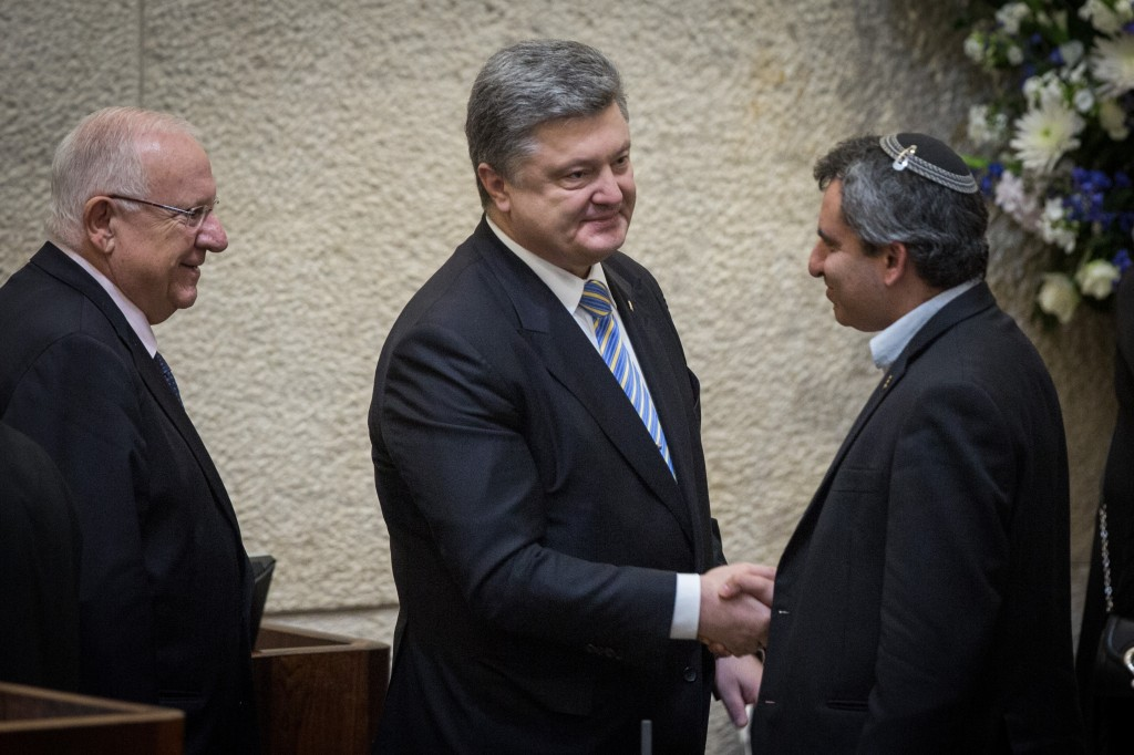 President of Ukraine Petro Poroshenko (C), Israeli President Reuven Rivlin, (L) and MK Zeev Elkin (R) at a special plenary session in honor of the Ukrainian President's official visit to Israel, at the Knesset, Wednesday. Elkin was born in Kharkiv, Ukraine. (Hadas Parush/Flash90)