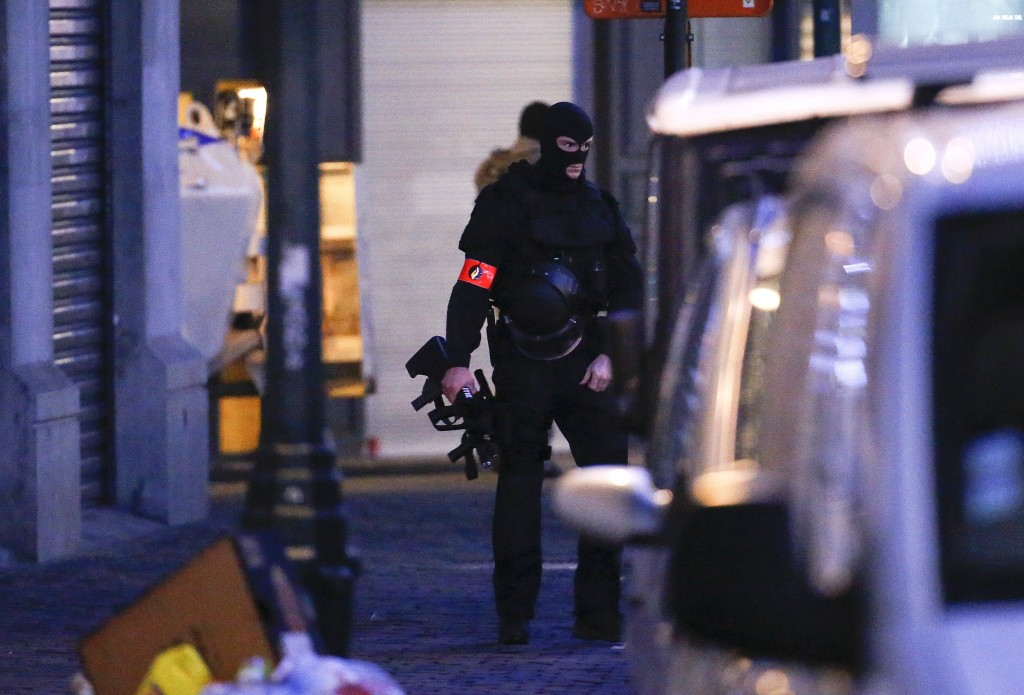 A Belgian special forces police officer patrols a street during a police raid in central Brussels, Belgium, December 20, 2015, which, according to Belgian media, is in connection with last month's deadly Paris attack. REUTERS/Yves Herman TPX IMAGES OF THE DAY