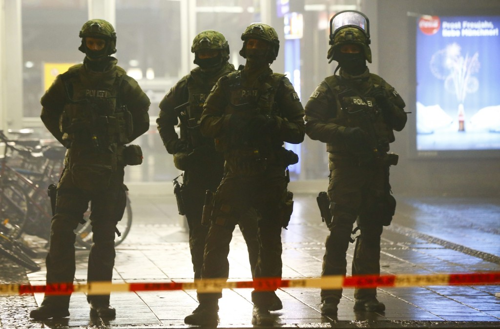 German police secure the main train station in Munich January 1, 2016. German police evacuated two train stations in Munich late on Thursday, saying on Twitter they had received a tip regarding a planned militant attack on New Year's Eve in the Bavarian capital. REUTERS/Michael Dalder