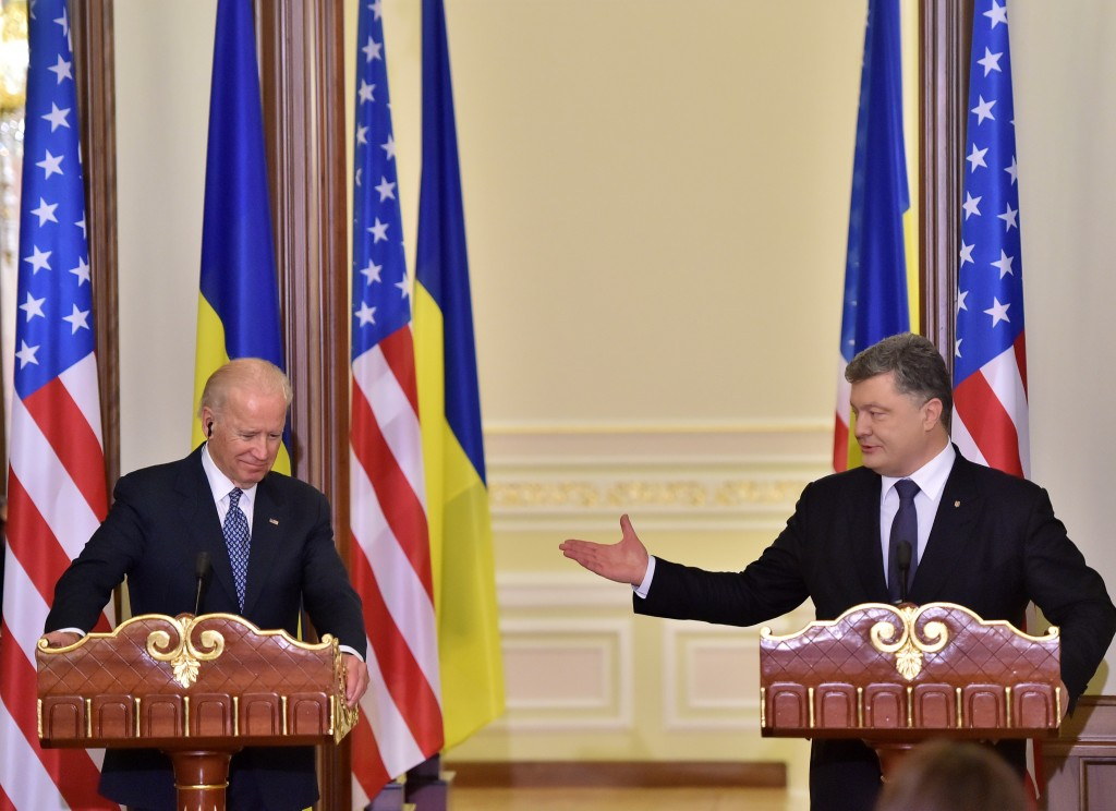 Ukraine's President Petro Poroshenko, right, and U.S. Vice President Joe Biden deliver a statement on the results of talks in Kiev, Ukraine Monday, Dec. 7, 2015. (Sergei Supinsky/Pool Photo via AP)