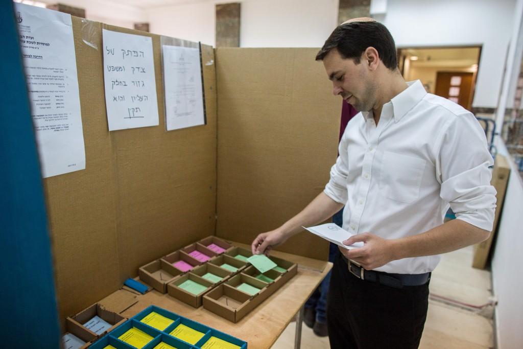 A man votes at a polling station in Yerushalayimon June 16, 2015. (Yonatan Sindel/Flash90)