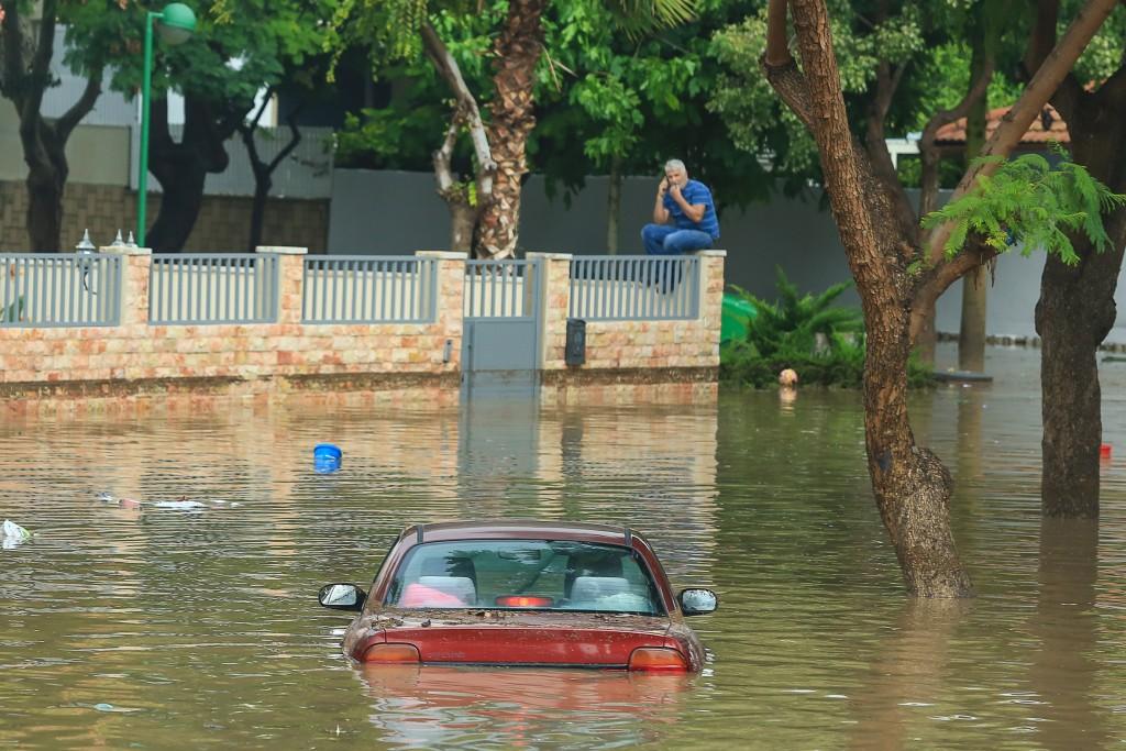 Cars stuck on a flooded street afteCars stuck on a flooded street after heavy rains in the southern Israeli city of Ashkelon on November 9, 2015. Photo by Edi Israel/Flash90 r heavy rains in the southern Israeli city of Ashkelon on November 9, 2015. Photo by Edi Israel/Flash90 *** Local Caption *** äöôåú äöôä îåöó ëáéù îëåðéåú ú÷åòåú âùí îéí ùèôåï ùèôåðåú àù÷ìåï òéø