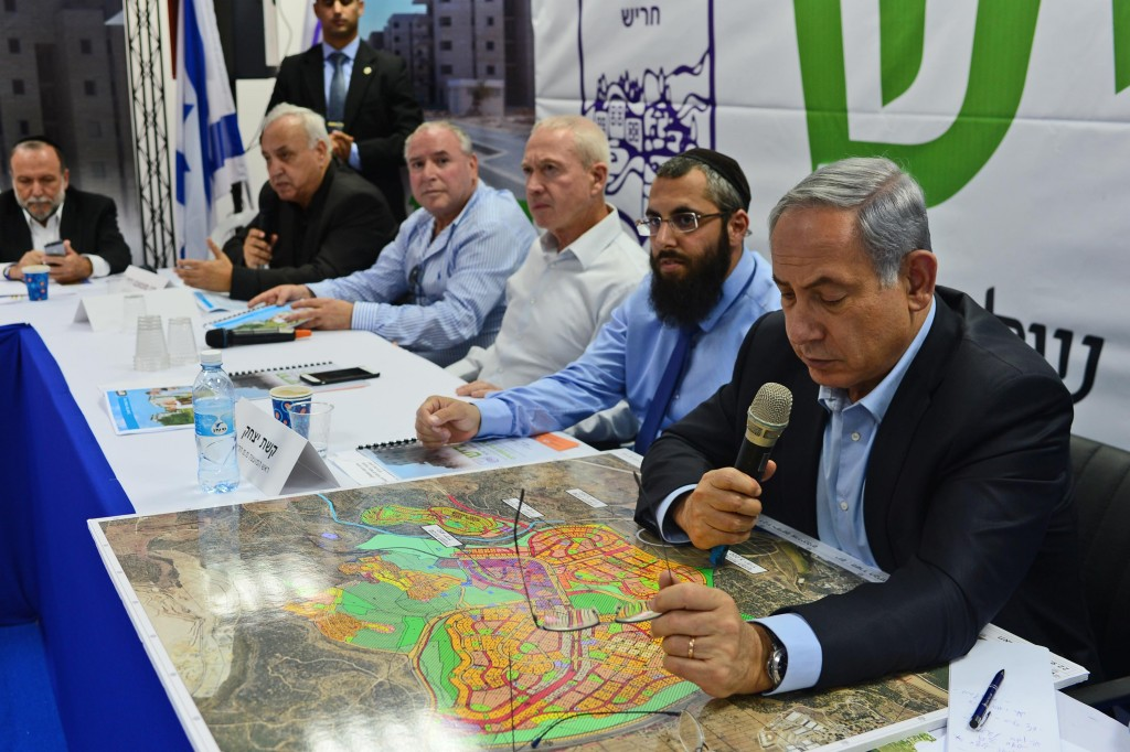 Prime Minister Binyamin Netanyahu looks at a map of Harish on a visit to the city November 3, 2015. Photo by Kobi Gideon / GPO