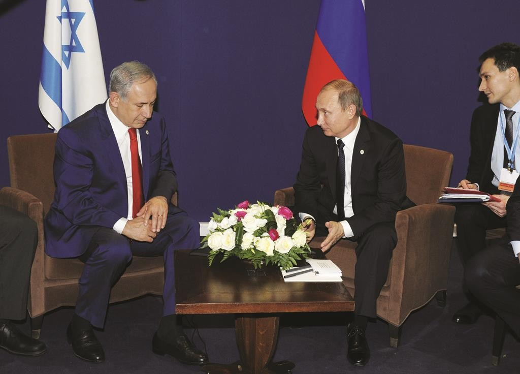 Russia's Vladimir Putin (R) meets with Israel's Prime Minister Binyamin Netanyahu on the sidelines of the World Climate Change Conference 2015 (COP21) at Le Bourget, near Paris, France, November 30. (Reuters/Mikhail Klimentyev/Sputnik/Kremlin)
