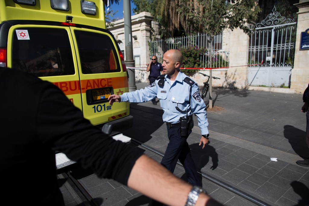 Israeli security forces at the scene where two people were lightly injured in a stabbing attack, when two Arab women stabbed shoppers at the Mahane Yehuda market in central Jerusalem with scissors, November 23, 2015. Photo by Yonatan Sindel/Flash90