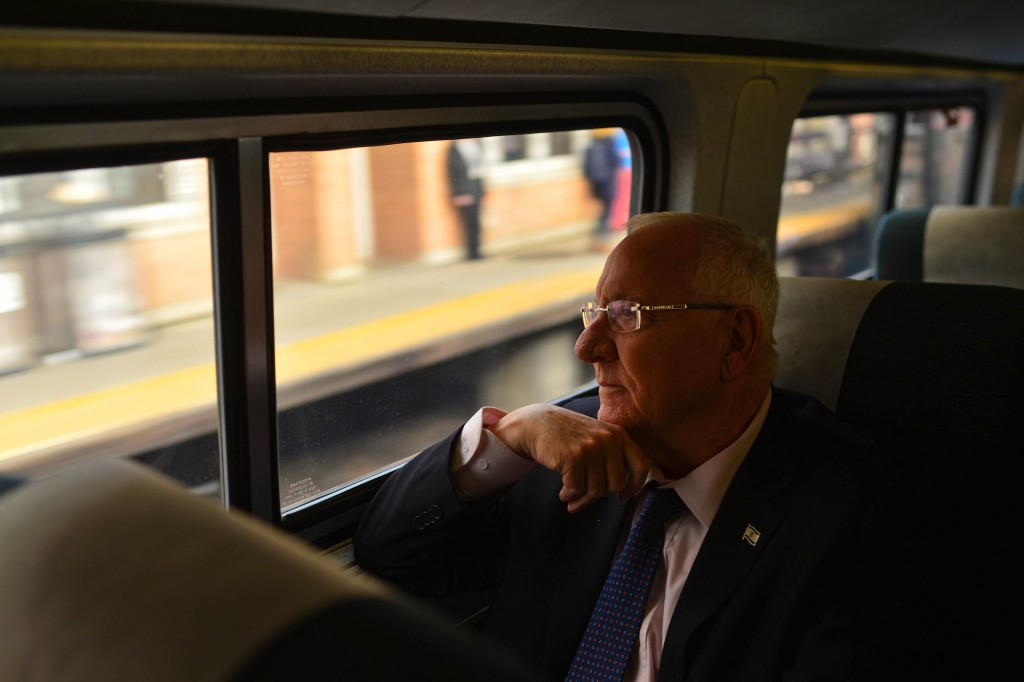President Reuven Rivlin on the train from New York to Washington DC, on December 8, 2015. President Rivlin is on an official state visit in the US. Photo by Kobi Gideon/GPO