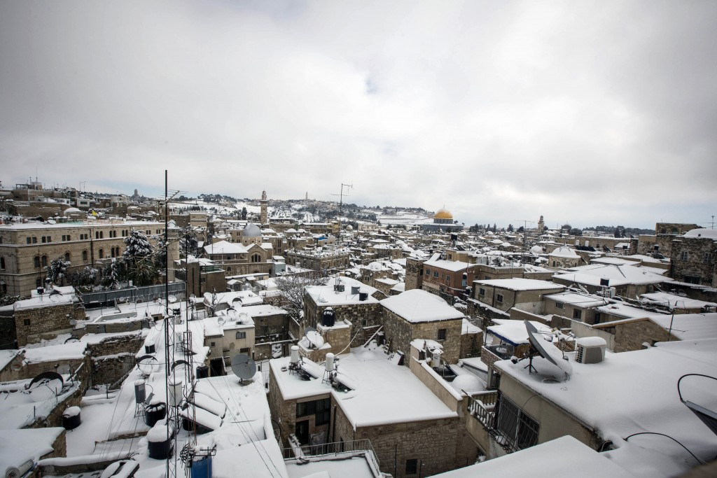Snow on Jerusalem rooftops, February 20, 2015. Photo by Sliman Khader/Flash90