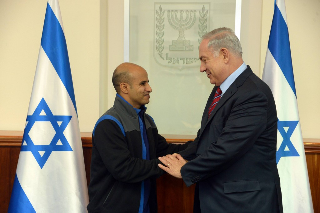 Prime Minister Binyamin Netanyahu seen with Ouda Tarabin, an Israeli citizen jailed for 15 years in Egypt on charges of spying, and released from prison Thursday. Photo by Haim Zach / GPO