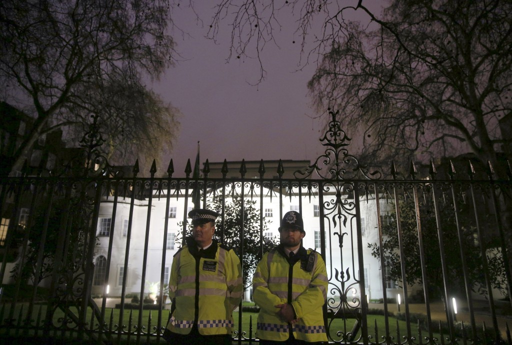 Police stand outside the Saudi Arabian Embassy as protesters demonstrate against the execution of prominent Shi'ite cleric Sheikh Nimr al-Nimr in London, Britain January 2, 2016. REUTERS/Neil Hall
