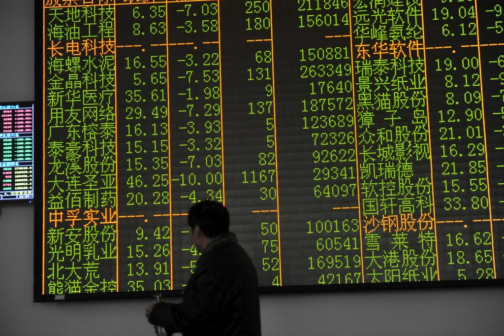 An investor looks at an electronic screen showing stock information at a brokerage house in Hangzhou, Zhejiang province, January 7, 2016. (Stringer/Reuters)
