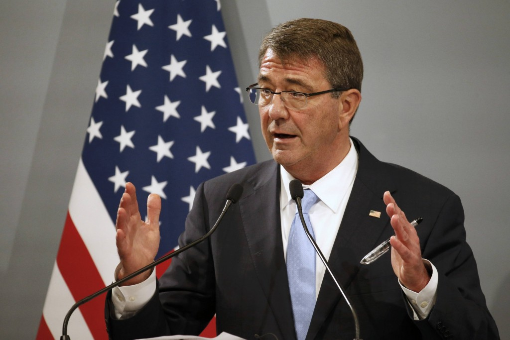 U.S. Defense Secretary Ash Carter attends a news conference at the French Defence Ministry in Paris, France, January 20, 2016. (Charles Platiau/Reuters)