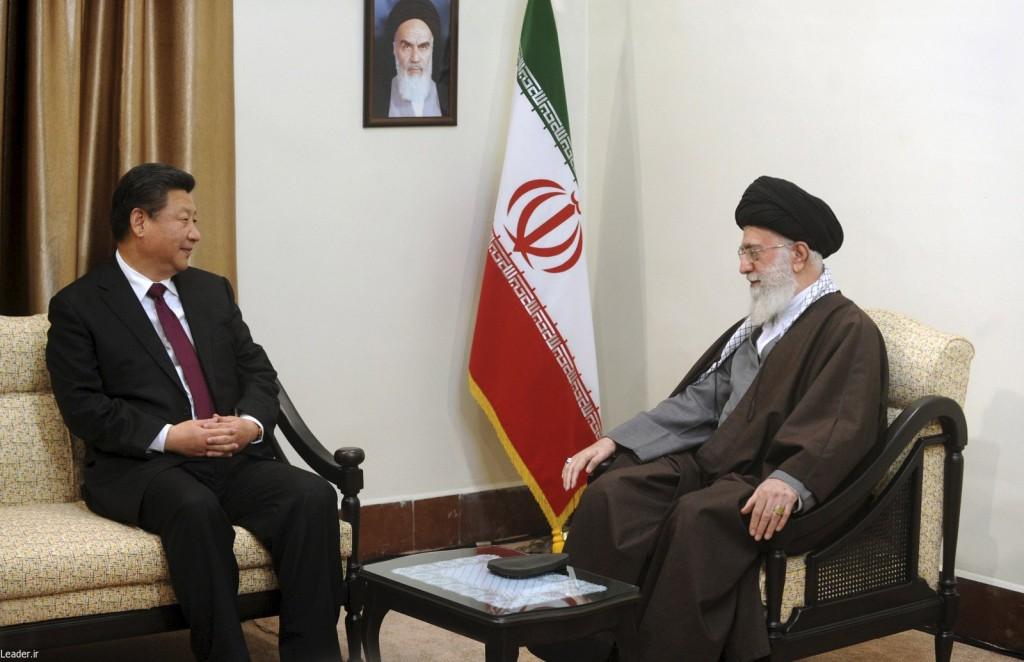 Iran's Supreme Leader Ayatollah Ali Khamenei (R) meets Chinese President Xi Jinping in Tehran, Iran January 23, 2016.(leader.ir/Handout via Reuters)