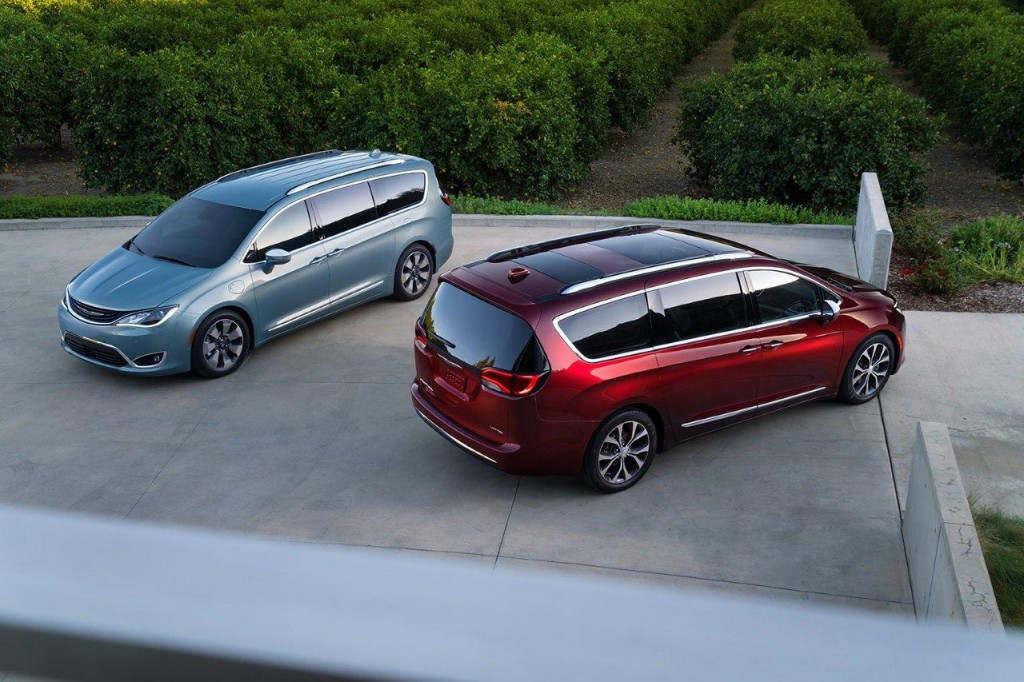 All-new 2017 Chrysler Pacifica and Pacifica Hybrid. (PRNewsFoto/FCA US)