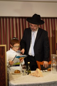 A Shuvu student at the 25th Annual Shuvu Dinner at the Ramada Hotel in Yerushalayim - Kuvien Images