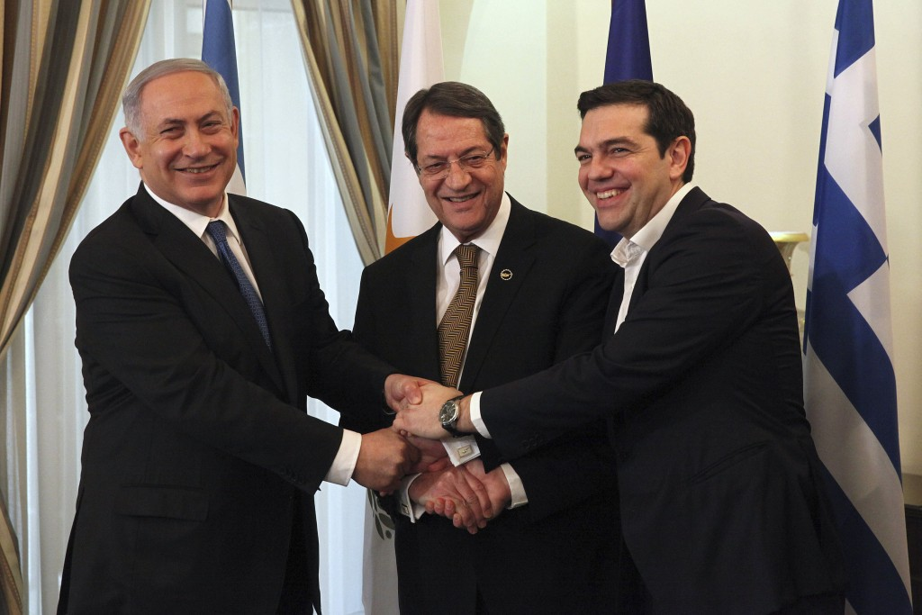 Cypriot President Nicos Anastasiades (C), Israeli Prime Minister Benjamin Netanyahu (L) and Greek Prime Minister Alexis Tsipras shake hands at the Presidential Palace in Nicosia, Cyprus January 28, 2016. REUTERS/Yiannis Kourtoglou