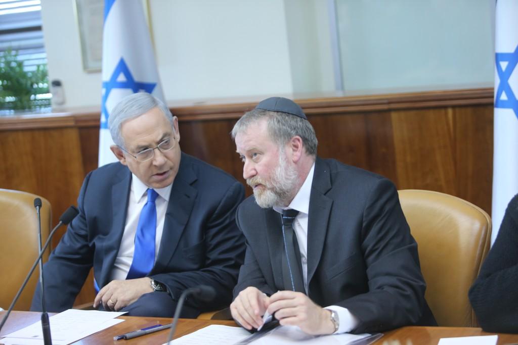 Israeli Prime Minister Benjamin Netanyahu (L) speaks with Cabinet secretary Avichai Mandelblit during the weekly government conference, at the Prime Minister's Office in Jerusalem, on January 10, 2016. (Alex Kolomoisky/flash90/POOL)