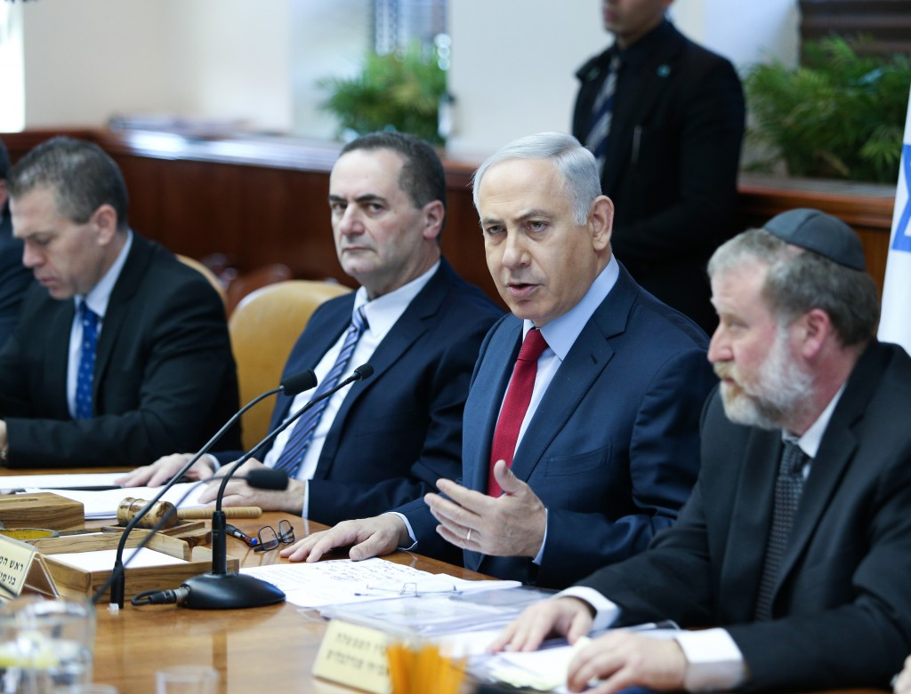 Israeli Prime Minister Benjamin Netanyahu leads the weekly government conference, at the Prime Minister's Office in Jerusalem, on January 17, 2016. Photo by Amit Shabi/POOL *** Local Caption *** ישיבת ממשלה ראש הממשלה בנימין נתניהו ביבי משרד ראש הממשלה