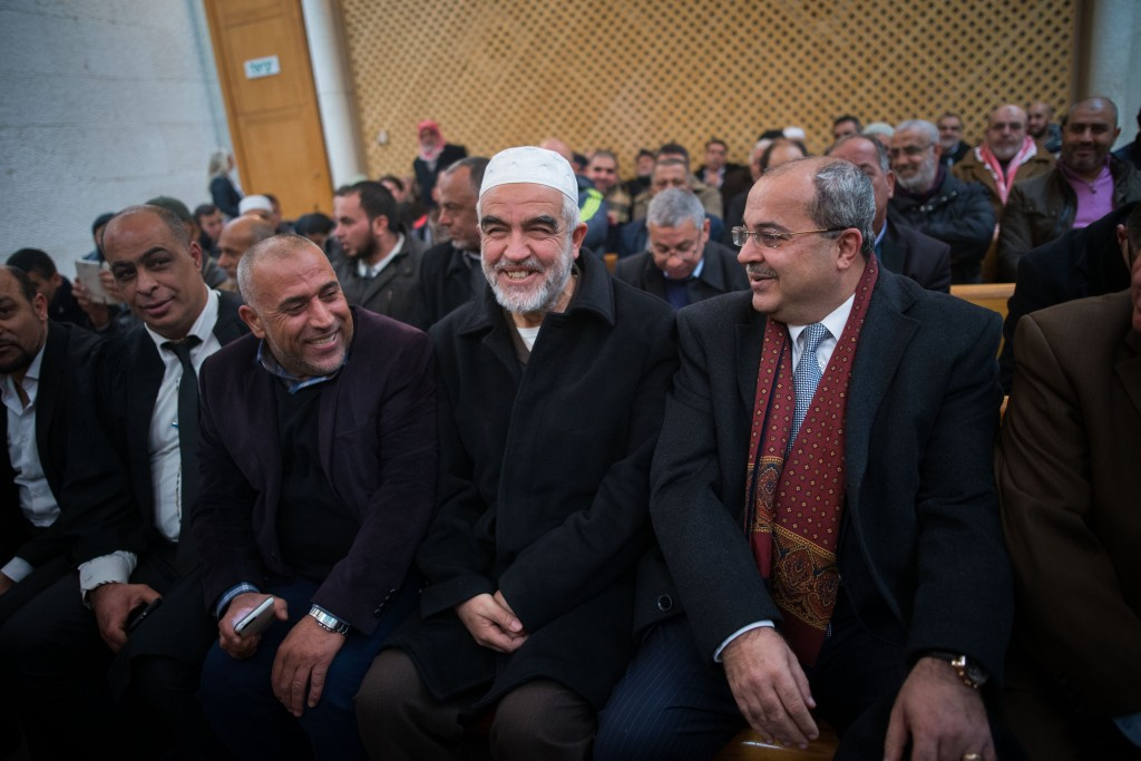 Leader of the northern branch of the Islamic Movement in Israel, Sheikh Raed Salah (2R), sits at the courtroom of the Supreme Court in Jerusalem on Janaury 26, 2016, where he appealed his sentence of eleven months in prison for incitement to violence and racism against Jews. Photo by Yonatan Sindel/Flash90 *** Local Caption *** øààã ñìàç áéú îùôè òìéåï âæø ãéï éøåùìéí îðäéâ äúðåòä äàéñìîéú ñìàç øààã ñìàç